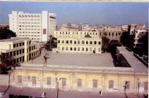 صورة المدرسة الأميرية ( مدرسة الميري ) سنة 1987 والتي تم البدء في إزالتها في يوم السبت 26 مايو 1990في عهد الدكتور عادل إلهامي محافظ البحيرة وكان أخر مدير لها هو المرحوم الأستاذمحمد زين الدين